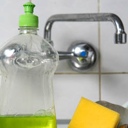 tips on saving energy when manually washing dishes