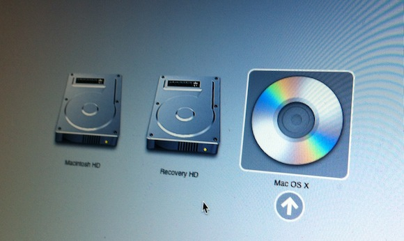 how to manually eject cd from mac dvd drive