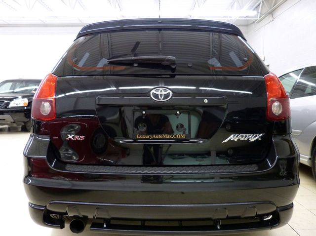 what does a 2006 manual toyota matrix stock interior include